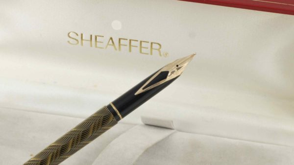 Sheaffer Targa 676s Slim Fountain Pen 14K Nib (Feather Pattern)